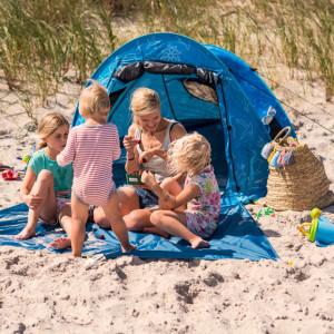 Marisa Hart mit Strandmuschel Zack Premium Baby, Kind & Meer